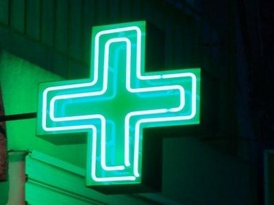 Светещ неонов мигащ кръст за аптека