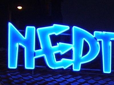 Неонова реклама с обемни букви бистро