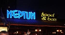 """Неонова реклама с обемни букви бистро """"Neptun"""" Слънчев бряг"""