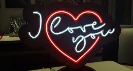 """Лампа сърце от неон """"Обичам те"""""""